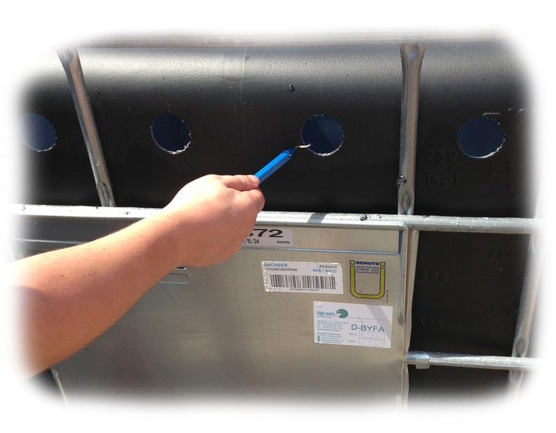 bohrungen-am-ibc-container-entgraten