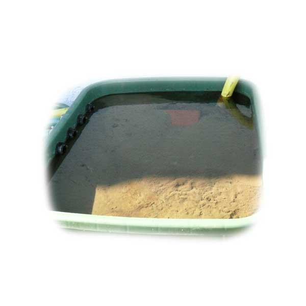 schmutzigen-teichfilter-pflegen-schlamm