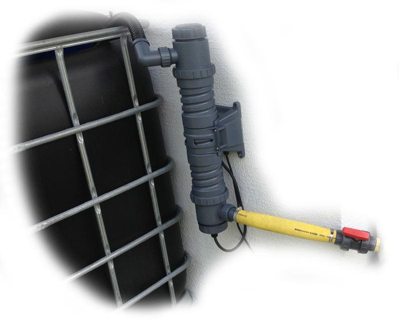 uvc-klaerer-an-ibc-filteranlage-fuer-teich